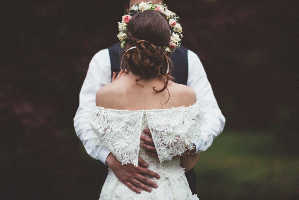 Photographe Mariage Bondues mariée bohème de dos