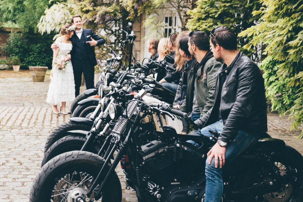 mariés avec motard au chateau du vert bois