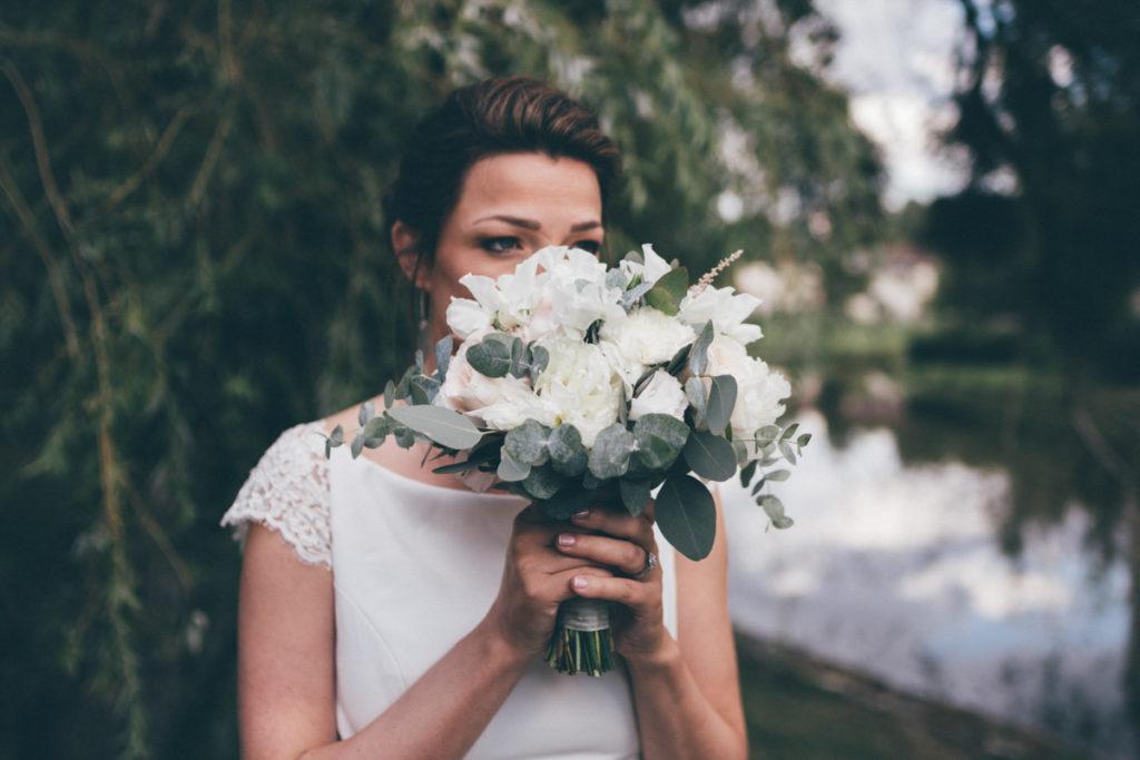 Mariage dans l'Oise mariée et son bouquet