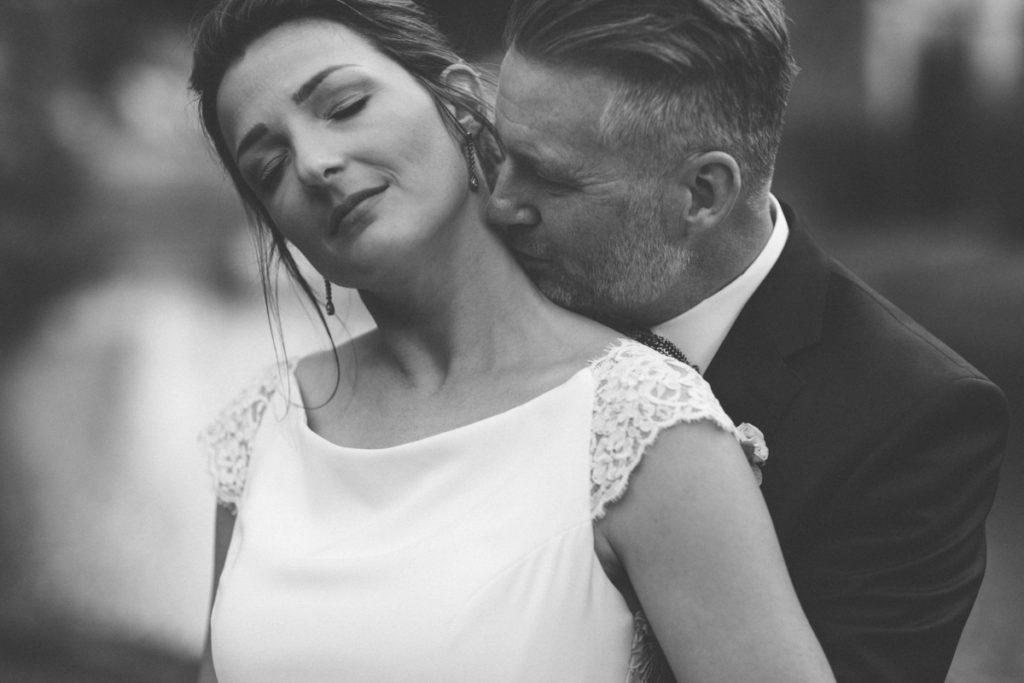 Mariage dans l'Oise baiser du marié