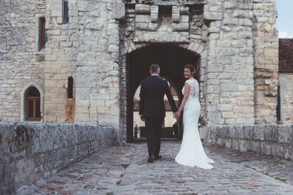 Château de Pontarmé mariés sur le pont