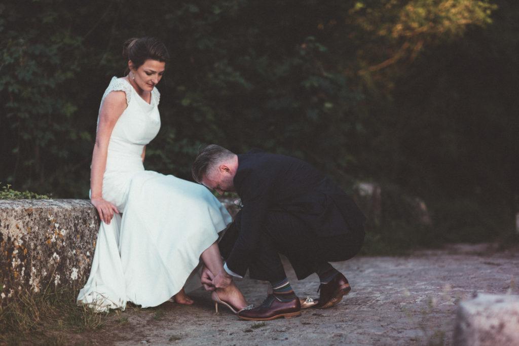 Mariage dans l'Oise photographe mariage oise chaussures mariée