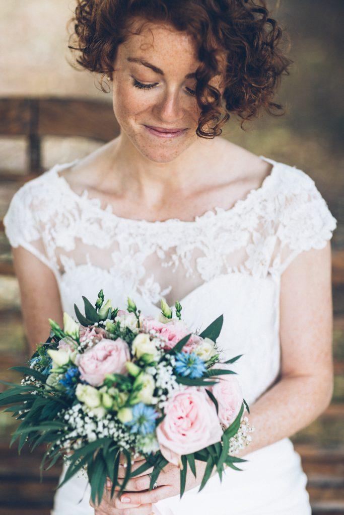 Photographe Mariage Lambersart mariée rousse et son bouquet