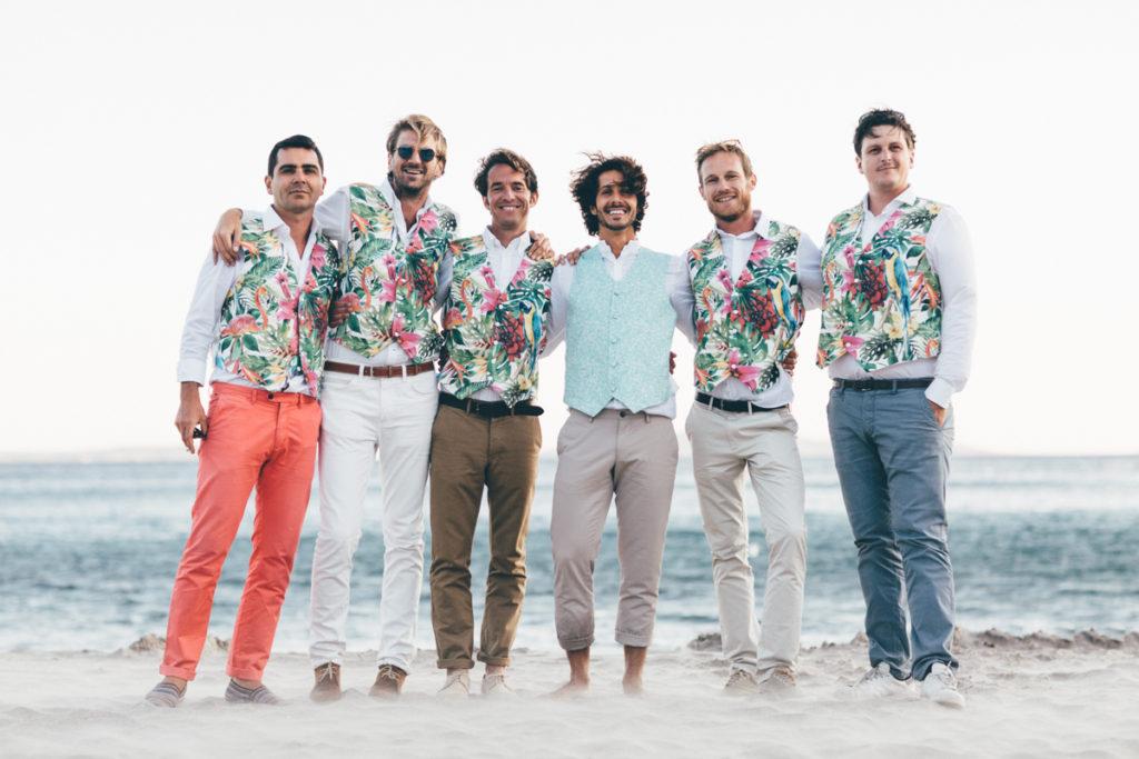 var mariage photo de groupe sur la plage