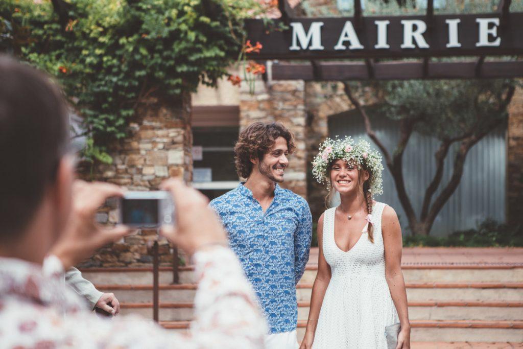 les mariés devant la mairie du Rayol