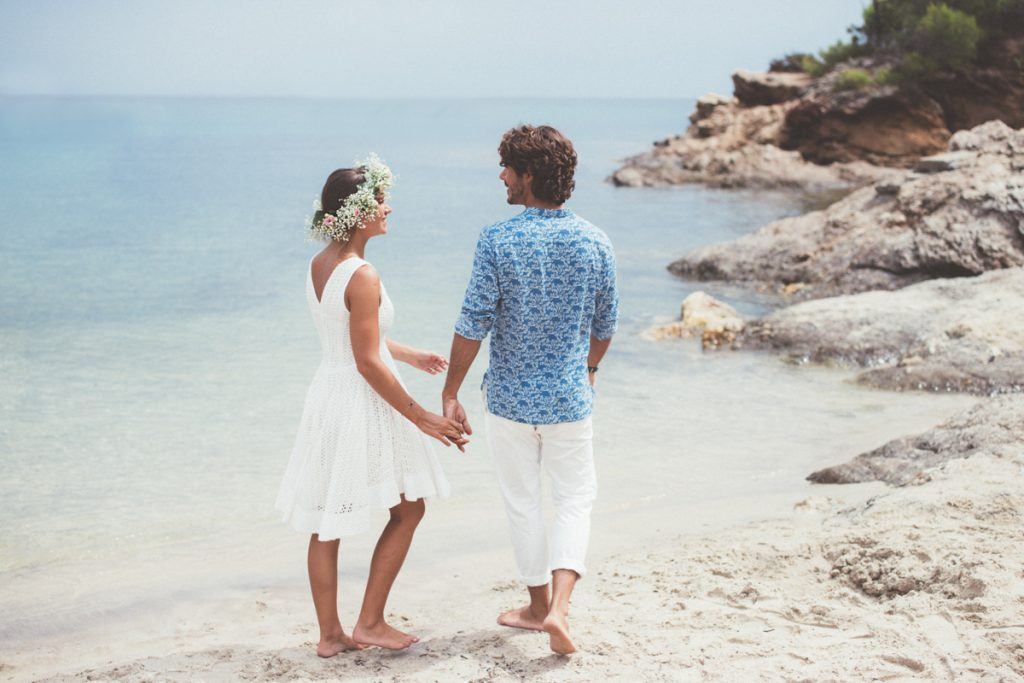 mariés sur la plage du pramousquier