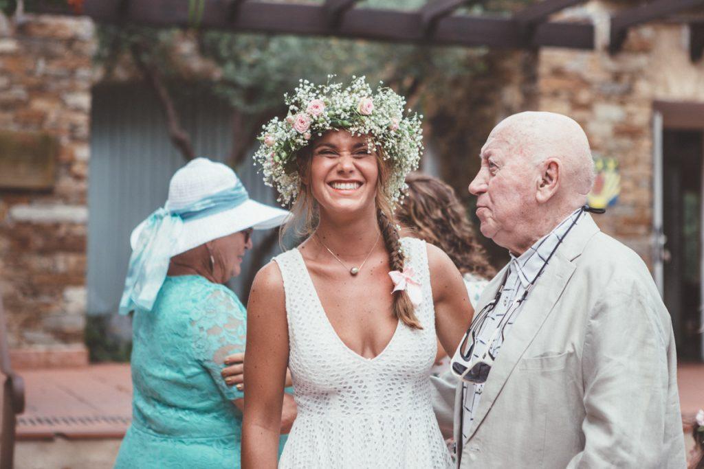 la mariée avec son grand père à la mairie du Rayol