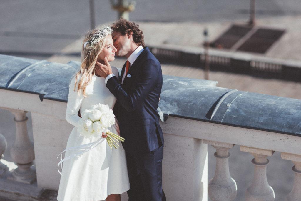 photographe mariage paris bisou du marié place concorde