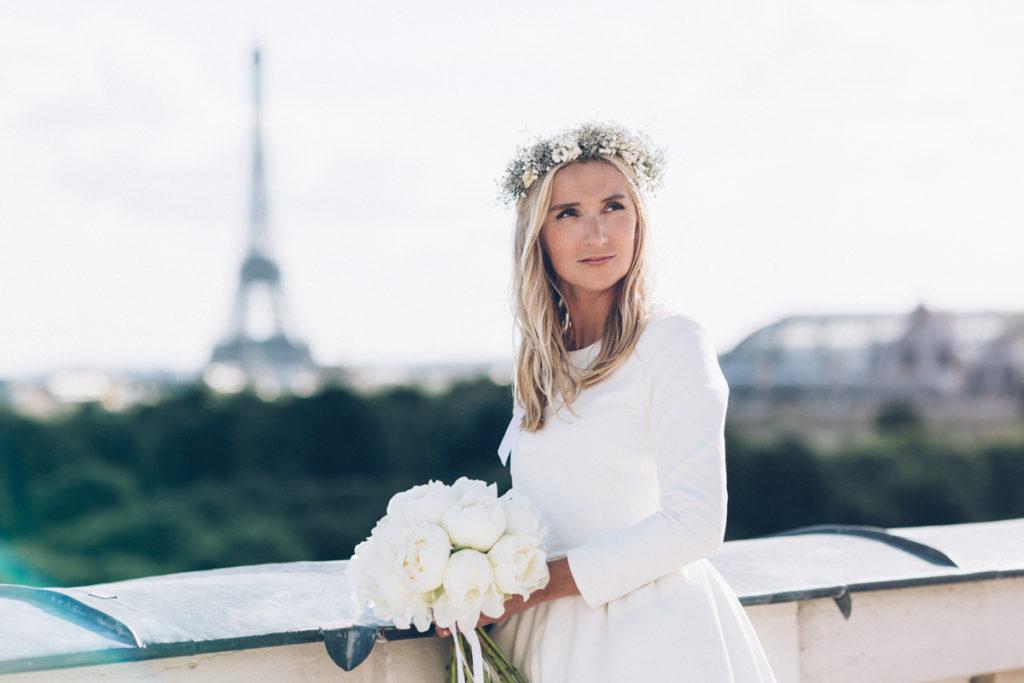 photographe mariage paris photo de la mariée devant tour eiffel