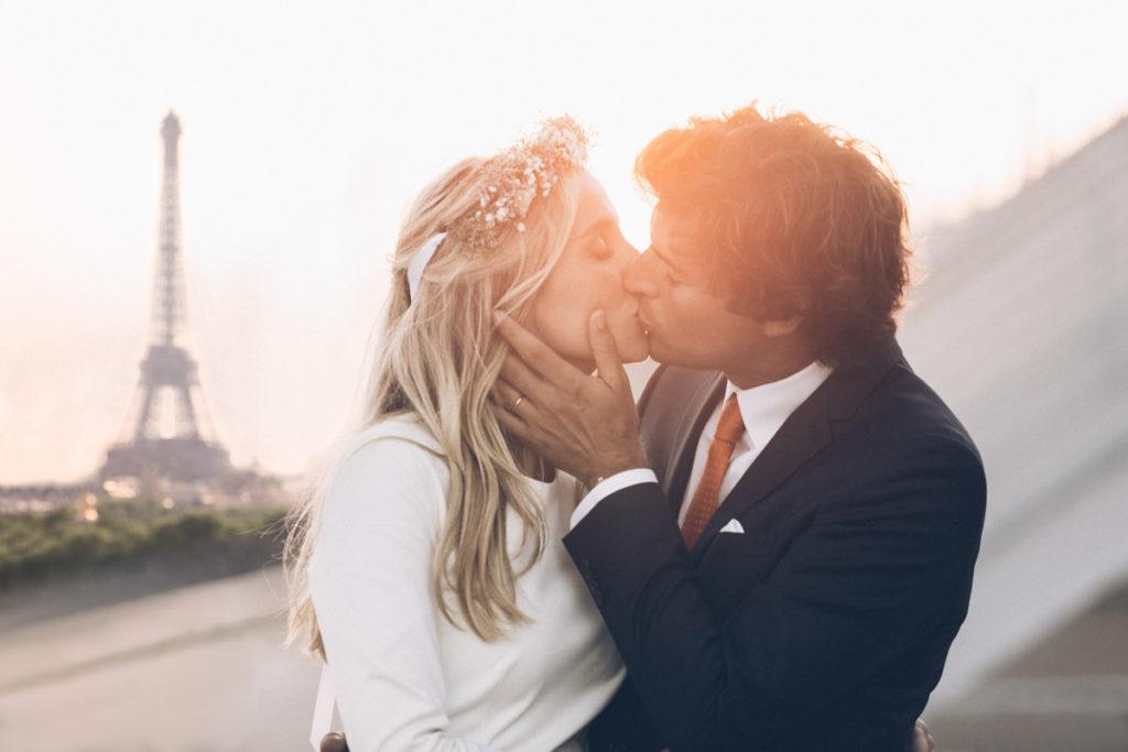 Photographe mariage paris devant la tour eiffel