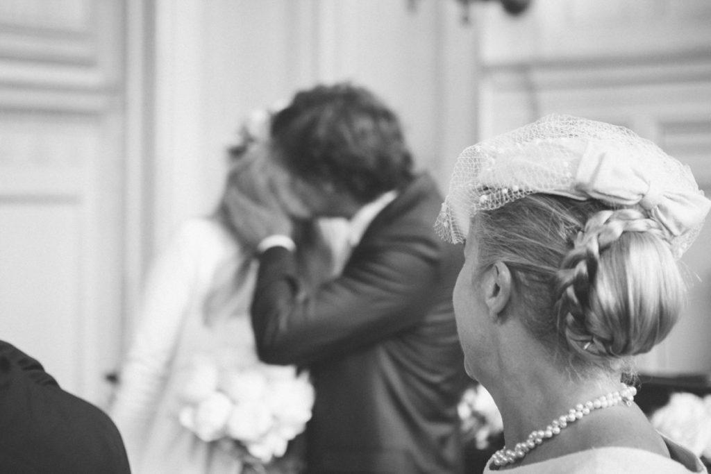 baiser mariage paris