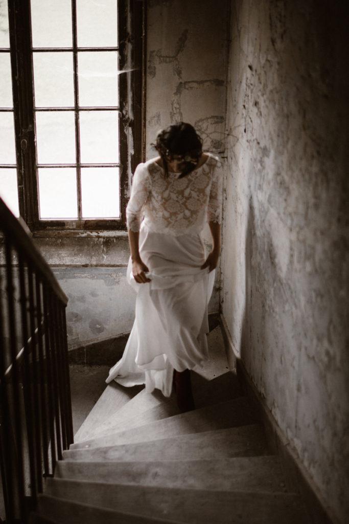 un mariage en hiver mariée escaliers