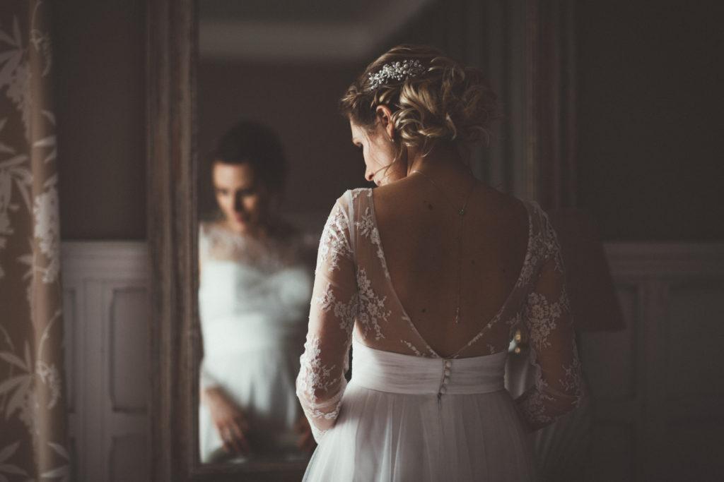 photographe mariage seine et marne photo des préparatifs à la ferme du grand hôtel du bois à jouarre