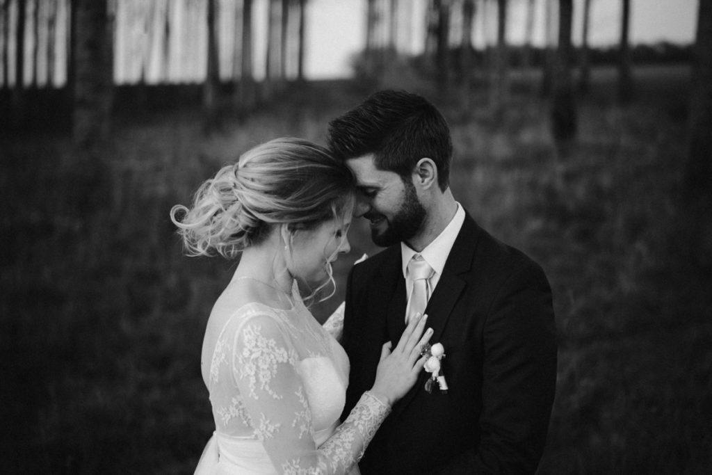 photographe de mariage en seine et marne photo couple noir et blanc