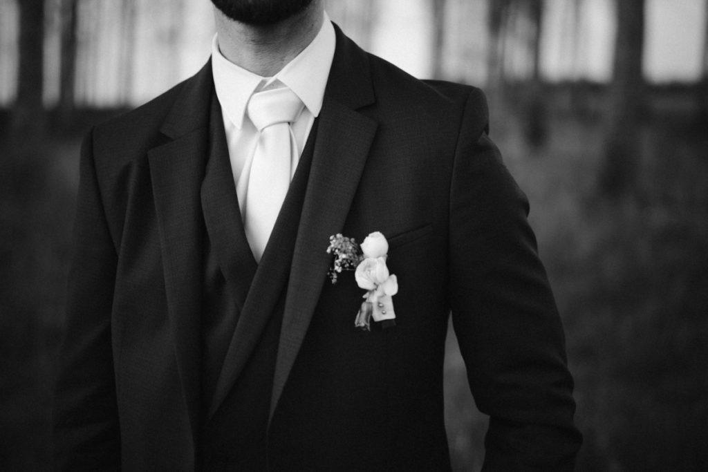 photo de marié en noir et blanc à jouarre