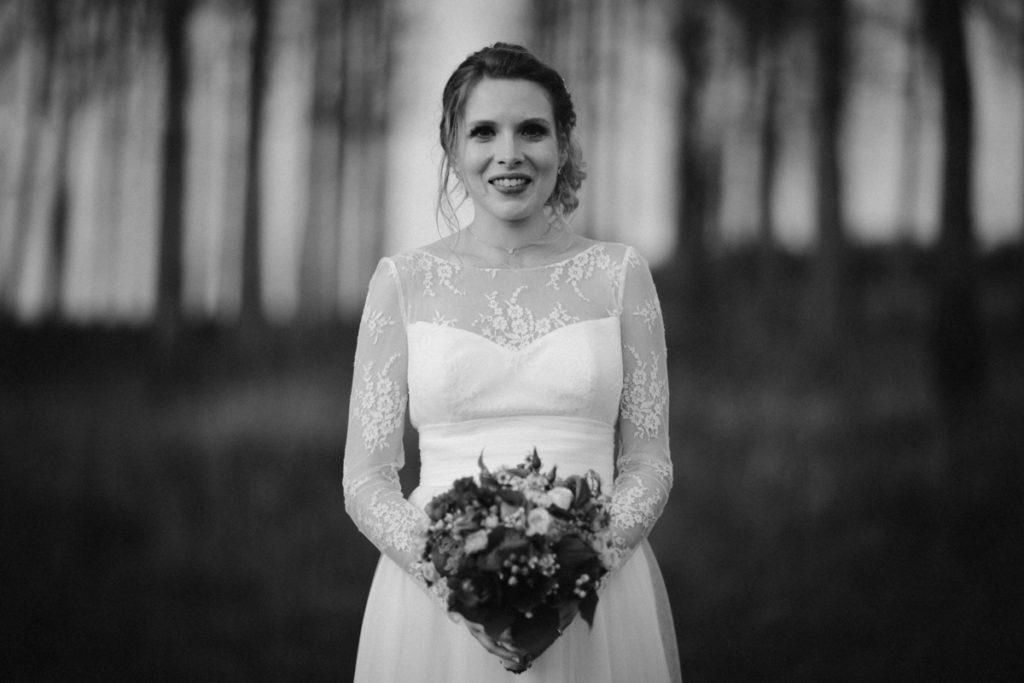mariée enceinte photo de mariage en seine et marne en noir et blanc Ferté sous Jouarre