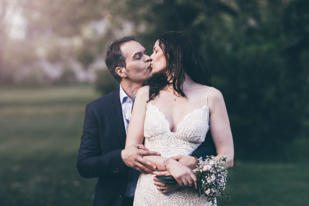 Photographe Mariage Giverny bisous mariés dime giverny