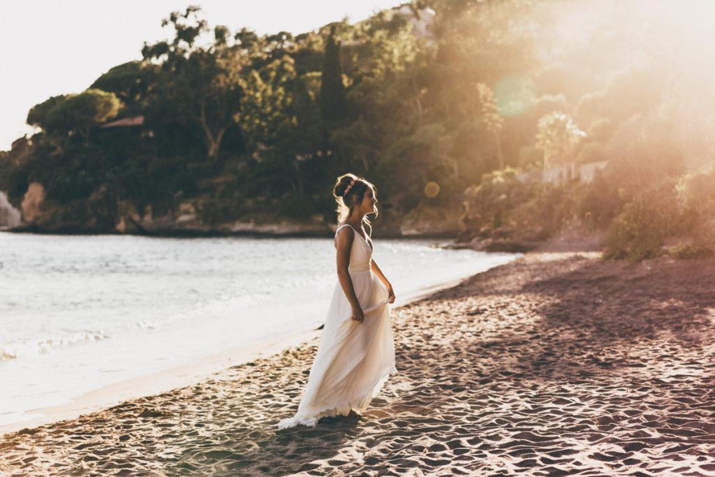 Photographe Mariage Antibes mariée sur la plage du rayol