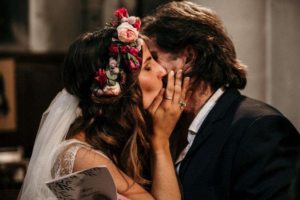 emotion entre la mariée et son père eglise