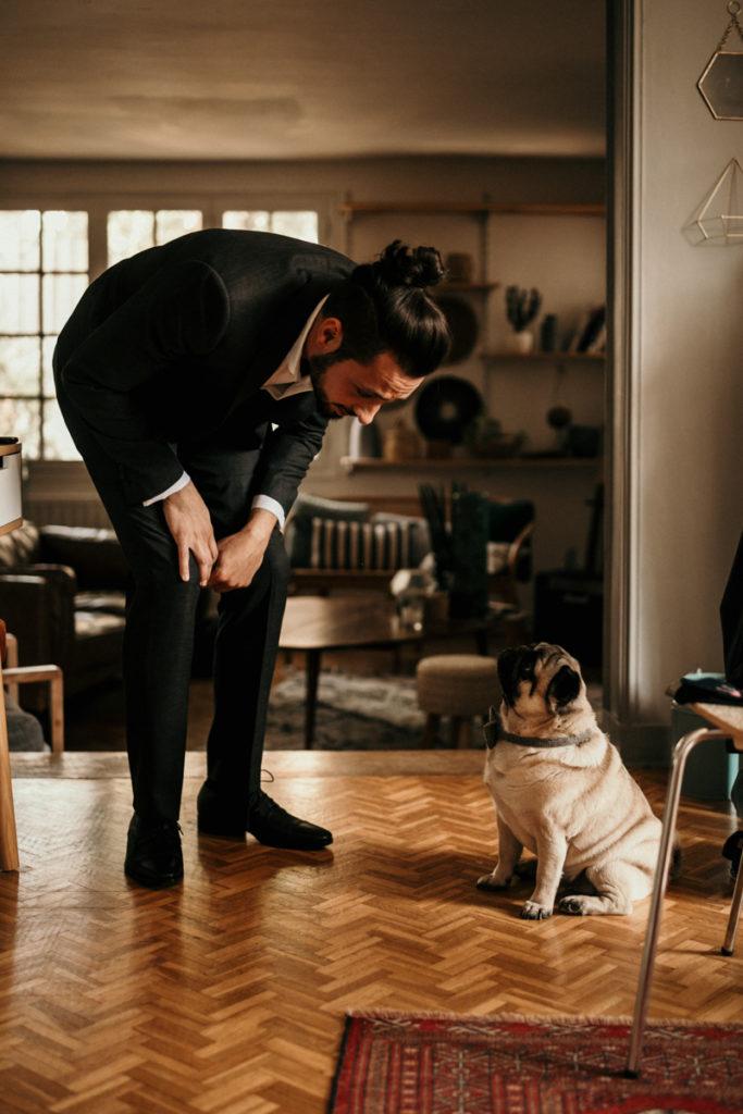 marié et son chien photo préparatifs mariage