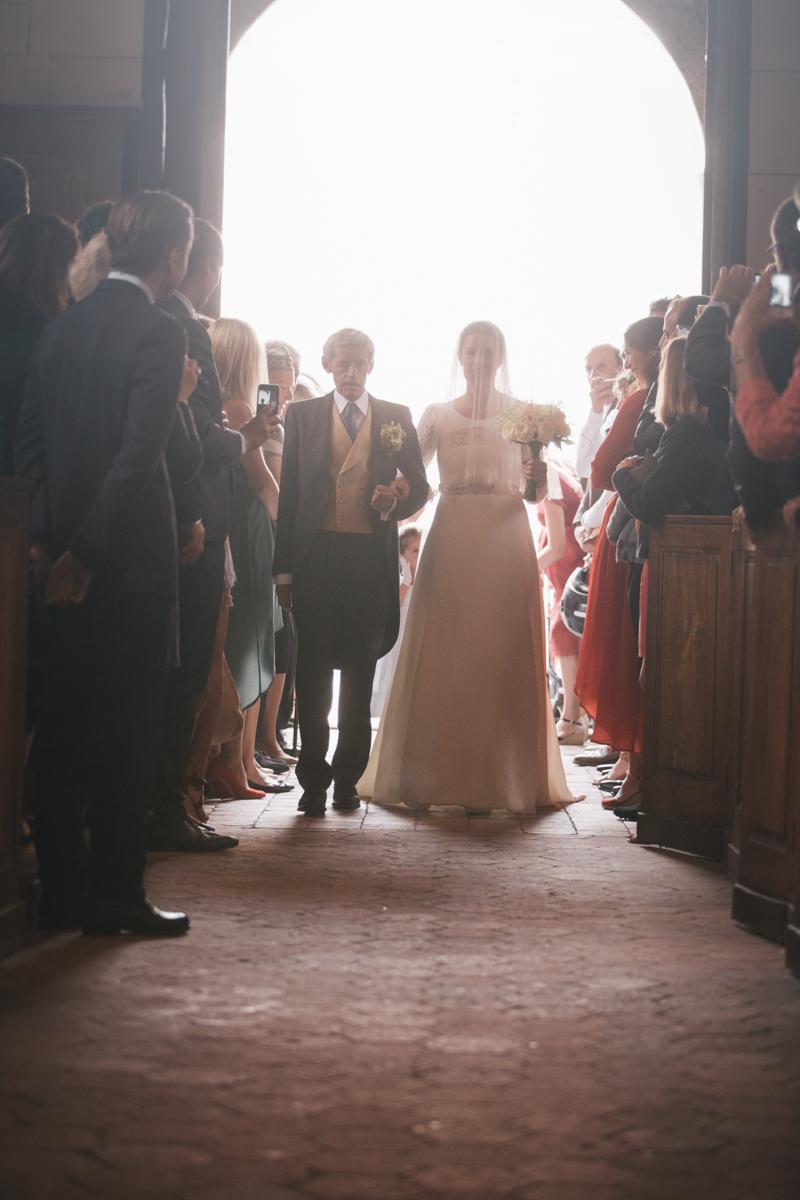 mariage yvelines entrée mariée eglise