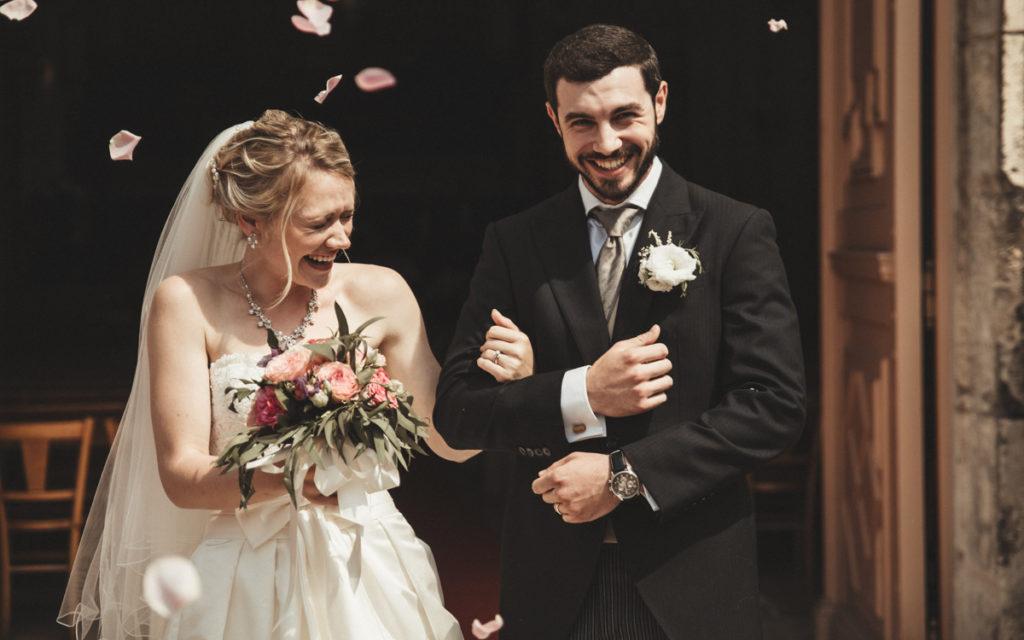 Les objectifs Tamron en mariage sortie d'église à 70mm