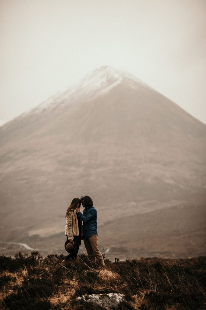 Séance couple en Ecosse couple session mountain scotland