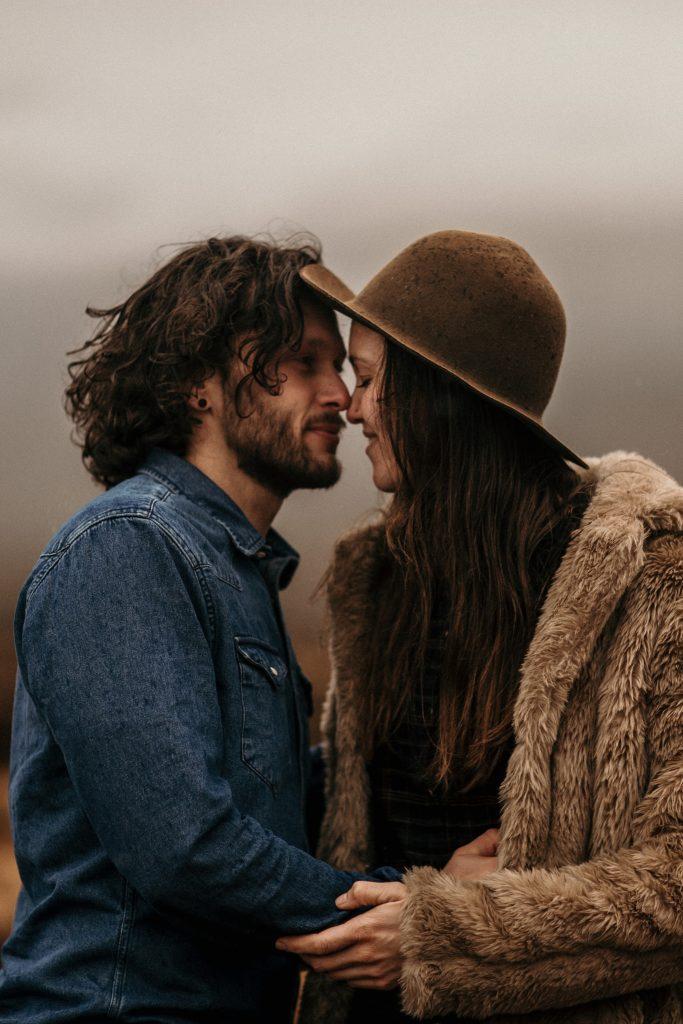 Séance couple en Ecosse photo de couple en ecosse sur l'ile de skye