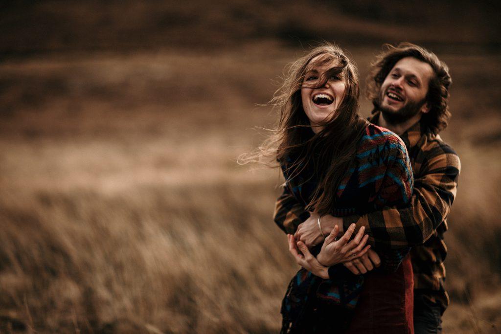 Séance couple en Ecosse photo de couple amoureux ile de skye